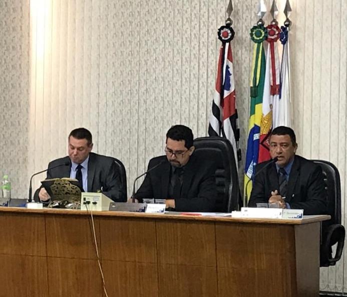 Vereadores aprovam cargos de chefia, mas comissionados seguem cancelados