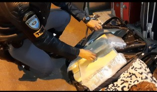 Mulher de 18 anos é presa com mais de 9 kg entre maconha e 'skank' em Venceslau