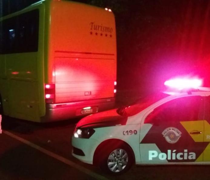 Polícia Rodoviária apreende ônibus com produtos do Paraguai