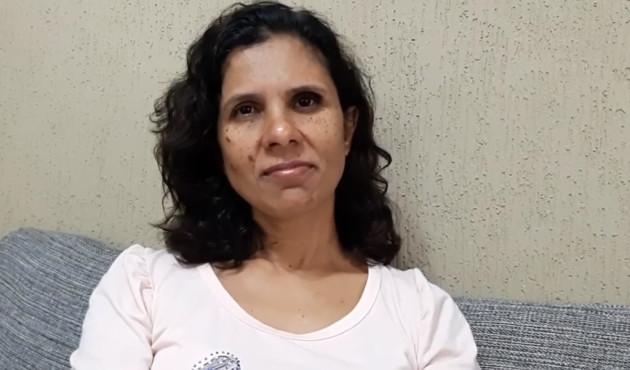 Mulher que sobreviveu após levar tiro no olho faz palestra de fé na Igreja Adventista de Venceslau