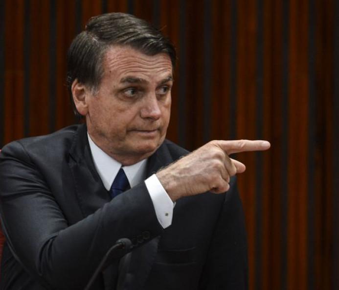 Bolsonaro indica que atuará pela extradição de Battisti para a Itália