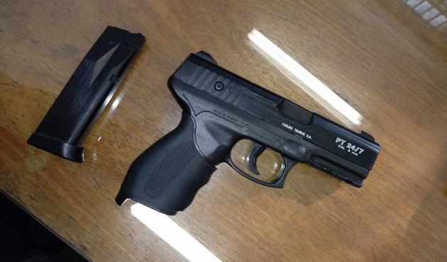 Estudante é flagrado com simulacro de pistola dentro de escola estadual