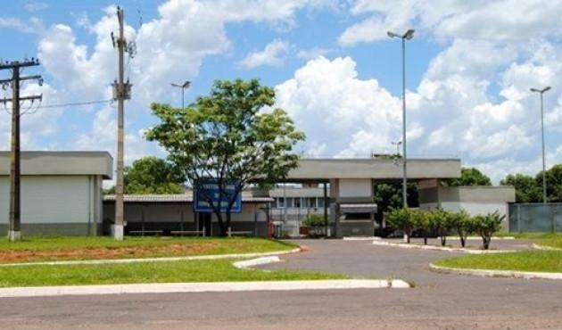 Presos fazem agentes e professor de reféns na Penitenciária de Junqueirópolis