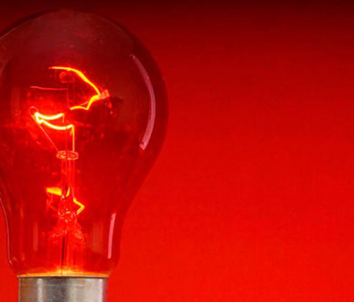 Aneel mantém bandeira vermelha nas contas de energia para o mês de julho