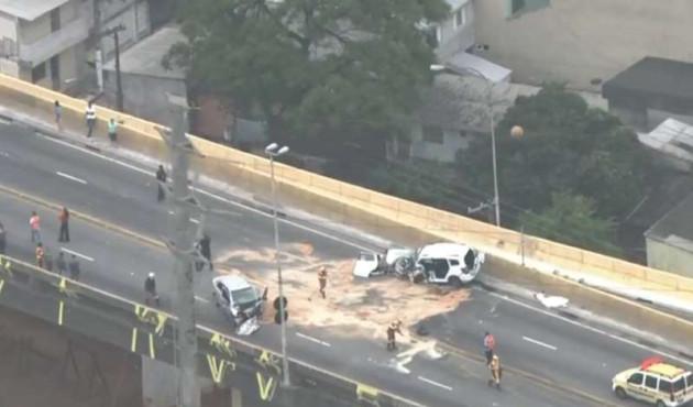 Duas pessoas morrem em acidente em viaduto