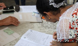 Moradores de agrovilas de Caiuá recebem 248 títulos de propriedade