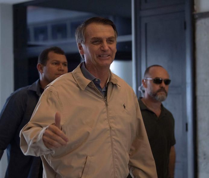 Médicos examinam Bolsonaro, mas permanece expectativa sobre debates