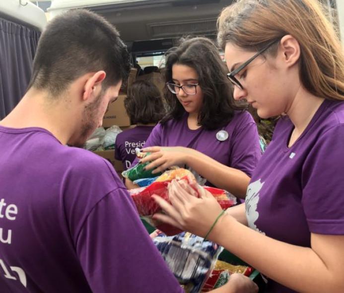 Jovens do Interact arrecadam 2,7 t de alimentos para entidades