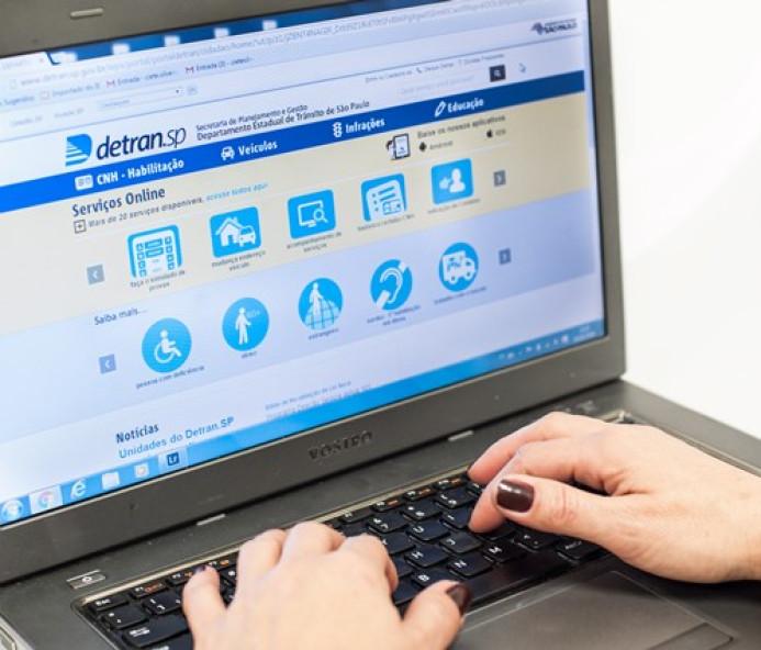 Cidadão pode agendar prova teórica para CNH pelo site do Detran.SP
