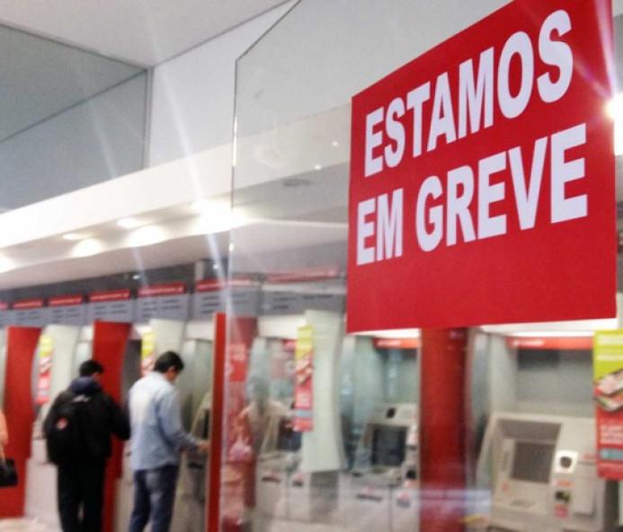 Bancários decidem greve na terça-feira