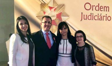 Juiz José Roberto Dantas Oliva recebe comenda da Ordem do Mérito Judiciário do Trabalho