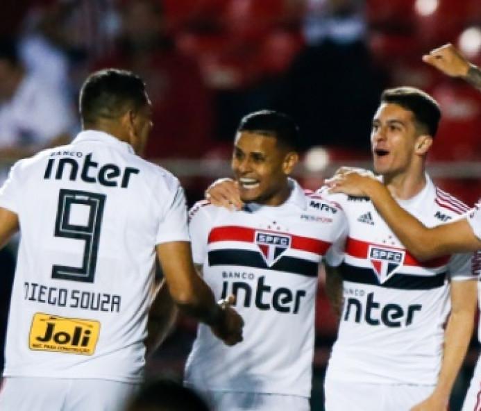São Paulo bate a Chape e vence 1º turno do Brasileirão