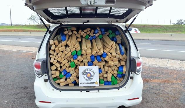Em Anastácio, polícia apreende 200 quilos de maconha em veículo