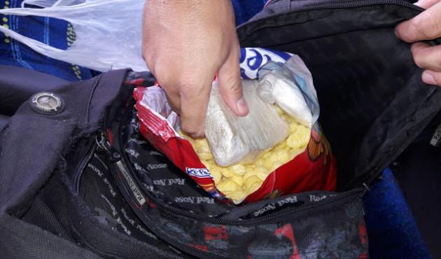 Mulher esconde drogas em pacote de salgadinho e acaba detida em Venceslau