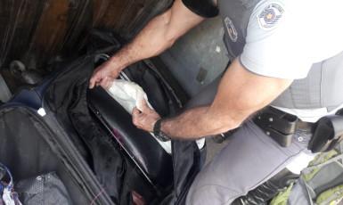 Passageira de ônibus é presa por tráfico de drogas em Venceslau