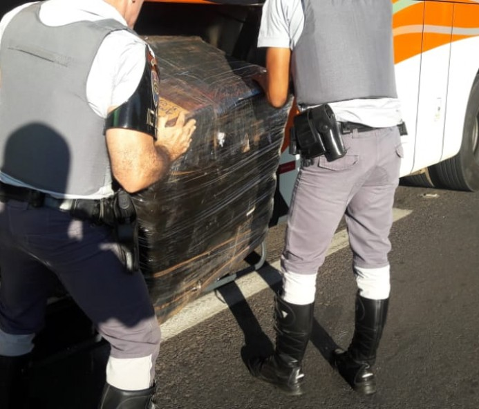 12 mil peças de roupas e 3 mil maços de narguilé oriundos do Paraguai são apreendidos em Prudente
