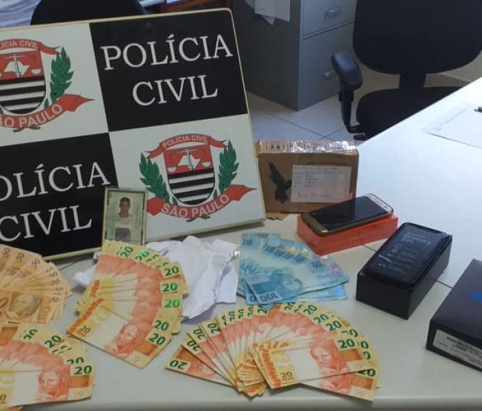 Homem compra celular de R$ 2,4 mil com notas falsas e é preso em Osvaldo Cruz