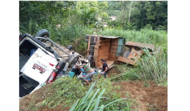 Acidente entre van e caminhão mata prudentina em Santa Catarina