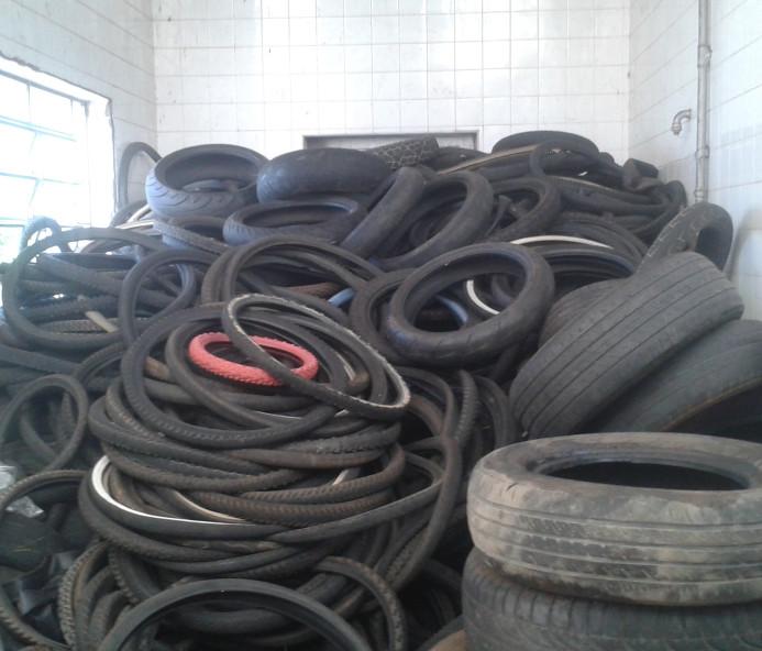 """Contra a dengue, Epitácio recolhe 2 mil pneus durante """"Semana Estadual de Mobilização"""""""
