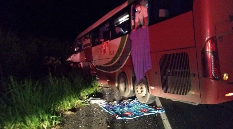Colisão frontal entre ônibus e caminhão deixa mortos e feridos na Assis Chateubriand | Portal Bueno - Presidente Venceslau SP